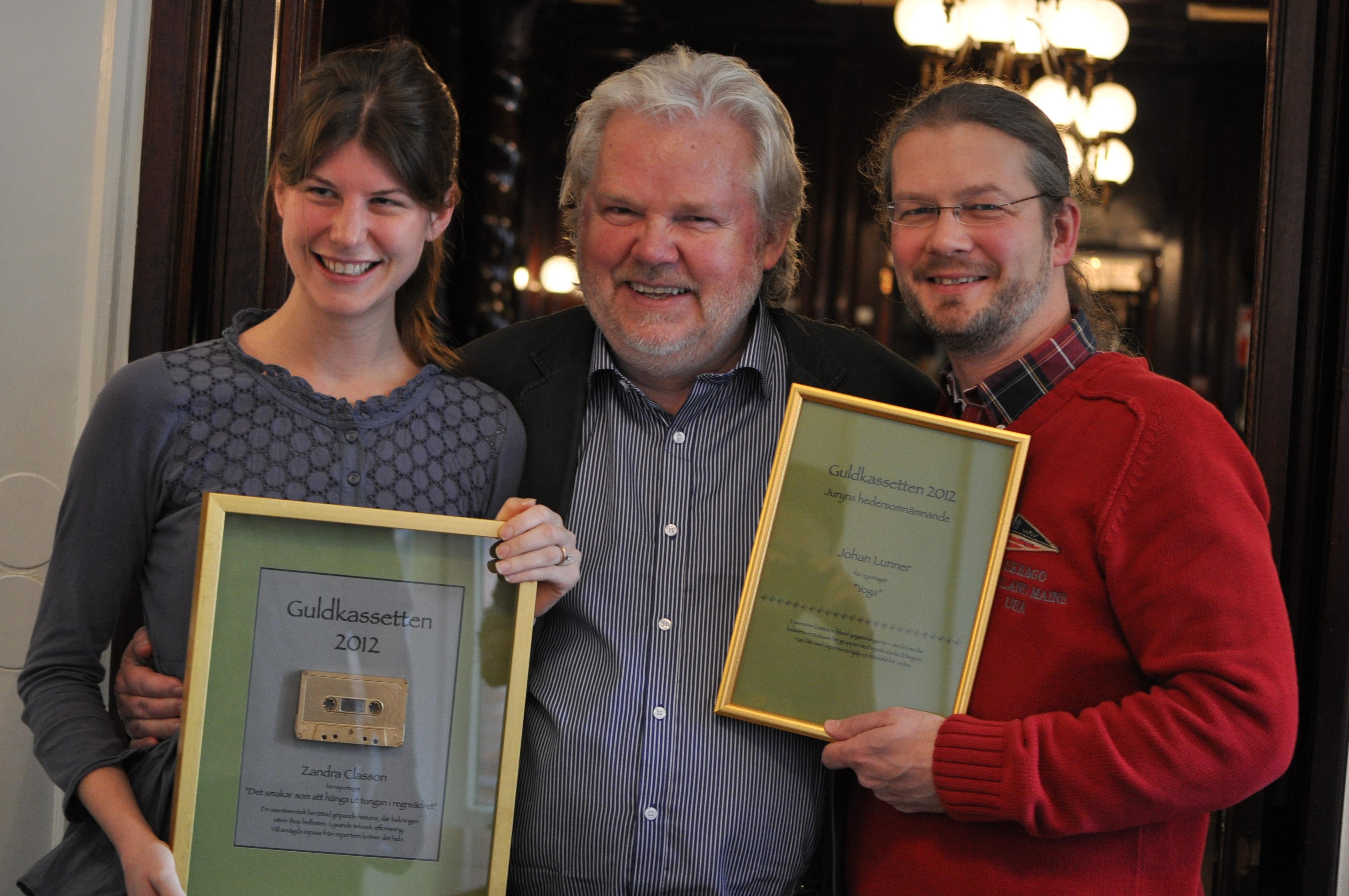 Guldkassettenvinnaren Zandra Classon, prisutdelaren Kjell Albin Abrahamson och hederspristagaren Johan Lunner. Foto: Åsa Nilsson